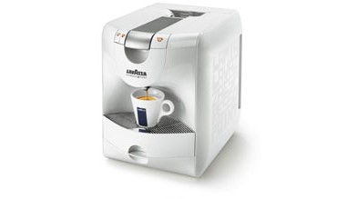Machine à café capsules Lavazza.